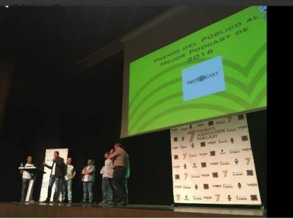 Entrega del Premio del público al Mejor Podcast de 2016 para Histocast.